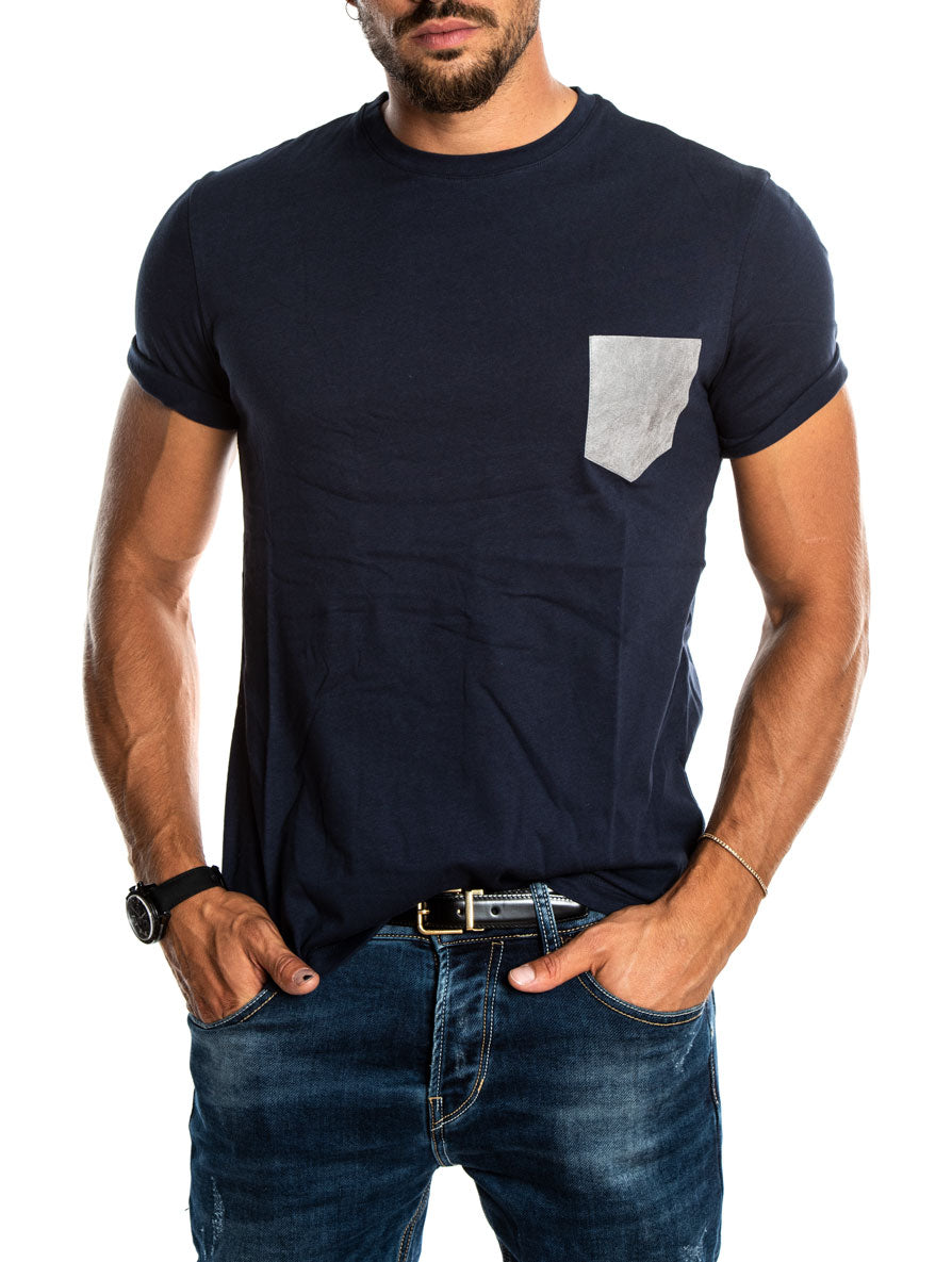 TORB T-SHIRT IN BLUE WITH LEATHER GREY POCKET