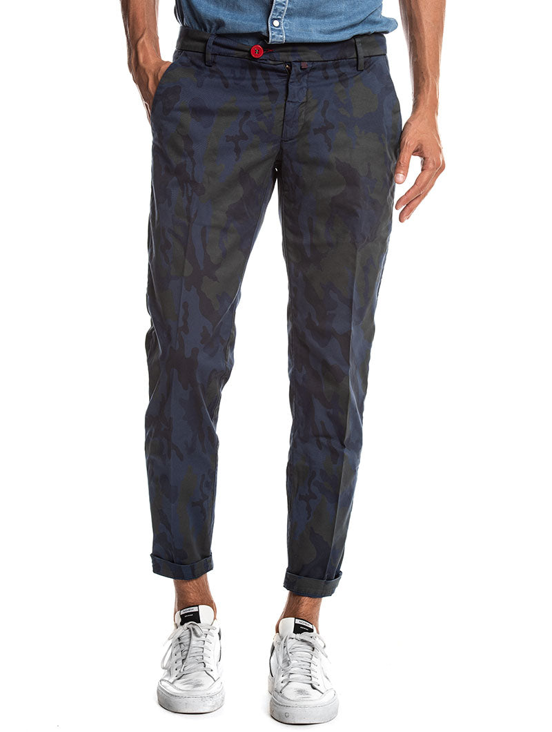 CAMO PRINTED CHINO TROUSERS IN NIGHT BLUE