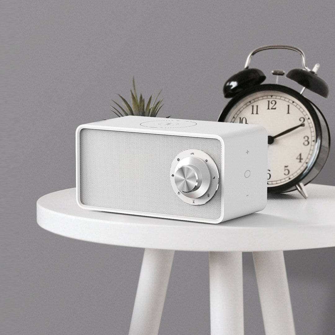 Retro Style Speaker with Wireless Phone Charger