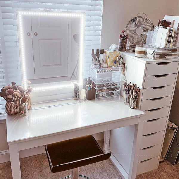 How to organize and decorate your bedroom vanity?