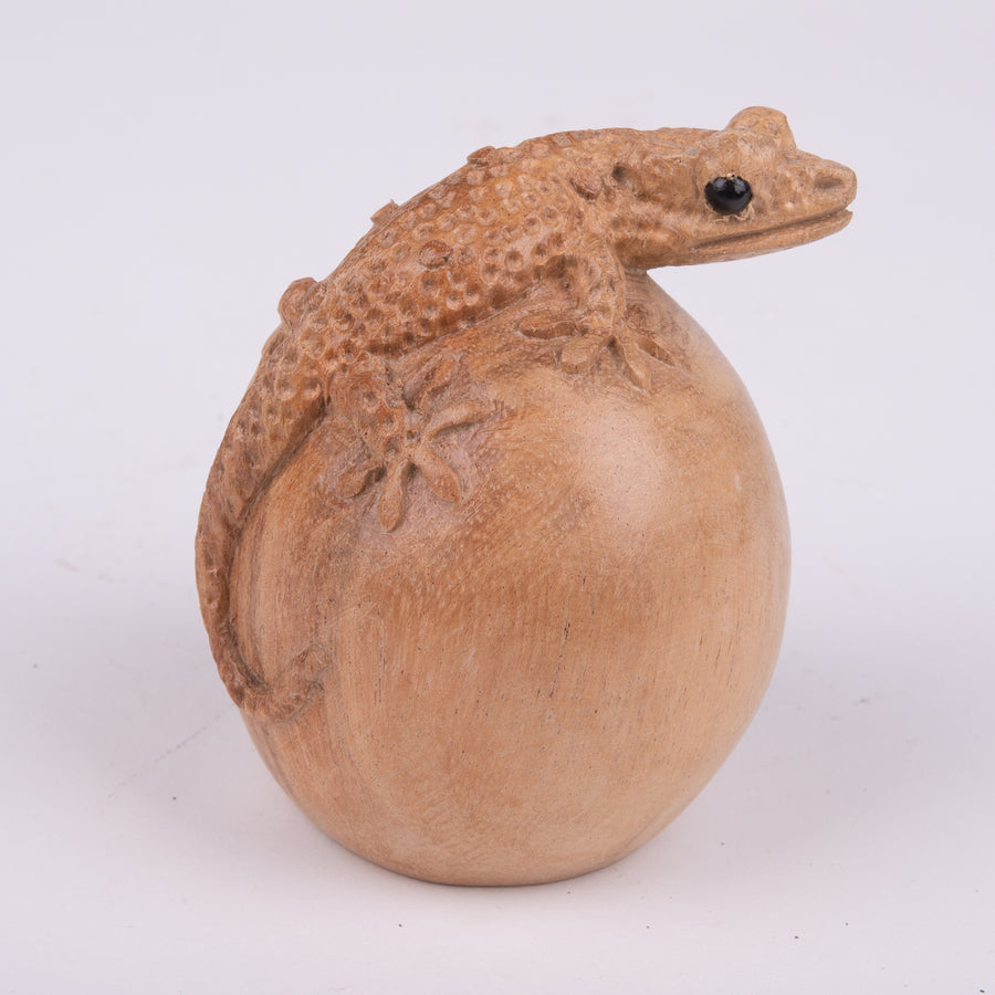 Cute Little Lizard Wood Carving on Egg