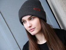"Laden Sie das Bild in den Galerie-Viewer, Reflektor Beanie ""BOLLERKOPF Safety"", Unisex"