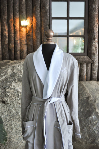 Mirror Lake Inn Suite Robe