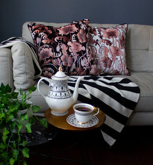 OPIUM BLUSH WHITE: velvet cushion