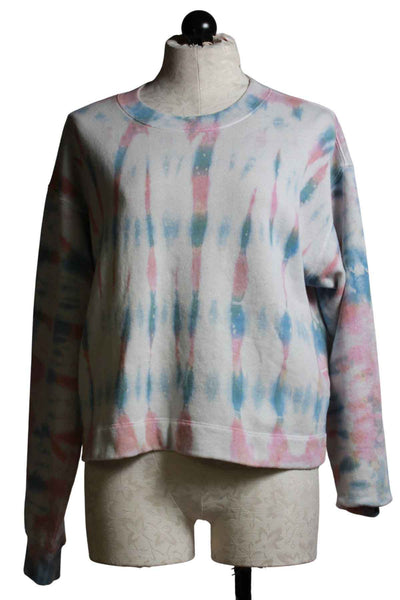 Sweatshirt in a relaxed fit with drop shoulders in the Sunrise tie dye pattern