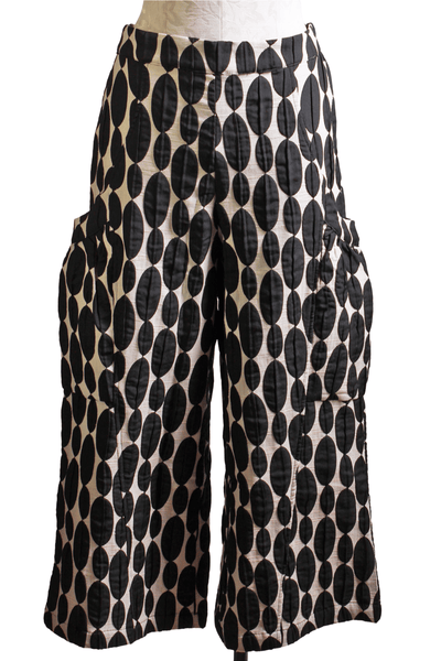 Black and white oval print pull on cropped pant with puffy lower side pockets