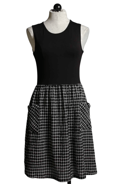 Sleeveless black and white Pique skirt Dress by Bar by Melis Kozan