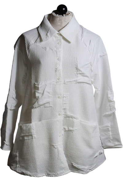 A cool heavy crinkle-like white fabric button down shirt jacket by Kozan