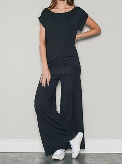 Black Palazzo Pants & Black jersey t shirt