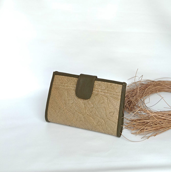 Borneo Chic - Dayak Heritage Water reed clutch in Dark Olive (B 7735)