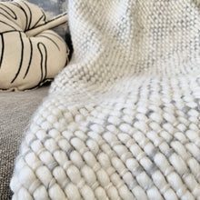 Load image into Gallery viewer, Oscar Chunky Knit Throw