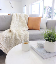 Load image into Gallery viewer, White Chunky Knit Throw
