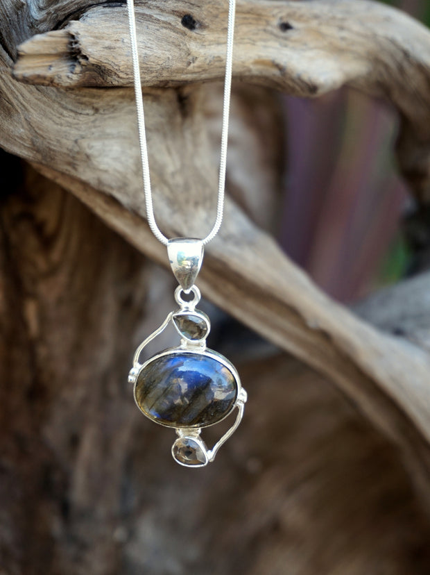 Labradorite Pendant 17 with Smoky Quartz