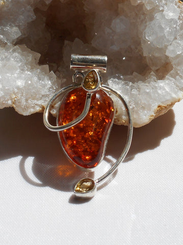 Amber Pendant 11 with Citrine Quartz