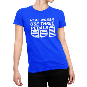 "Camiseta ""Real women use three pedals"""