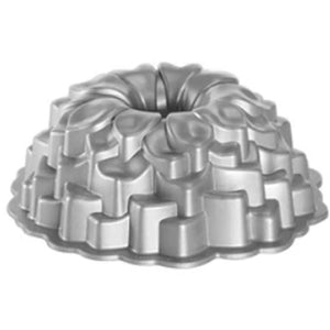 "9"" Non-Stick Fluted Bundt Cake Mold"