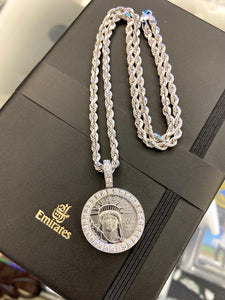1/4 OZ. PLATINUM COIN W/ 14K WHITE GOLD VS+ DIAMOND BEZEL