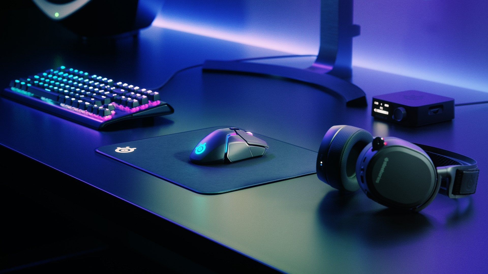 Rev Up the Engine - SteelSeries Engine Software unlocks an impressive arsenal of Engine Apps that make customization of the 8-zone RGB lighting easy and intuitive. The Discord and GameSense Engine Apps allow for chat notifications, in-game events, and more...