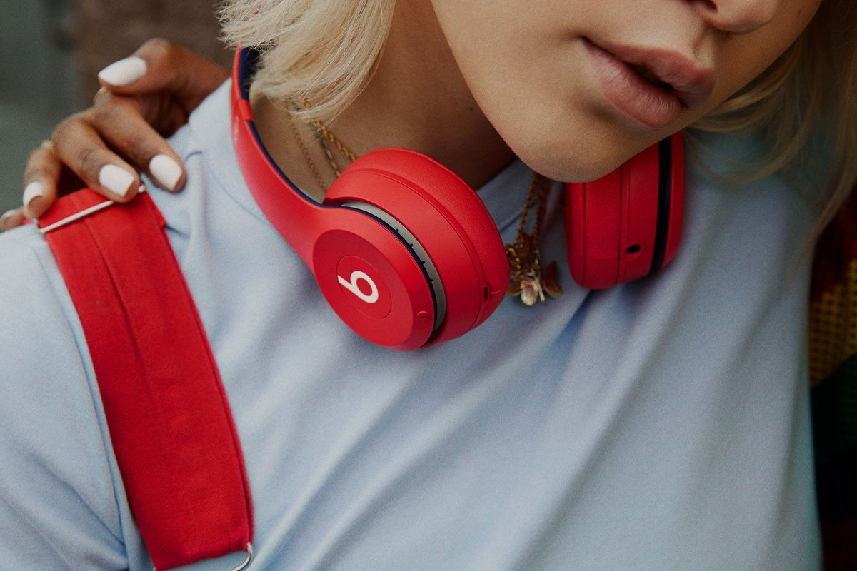 All day. Everyday. With up to 40 hours of battery life, Beats Solo³ Wireless headphones are perfect for staying inspired. So go ahead, put it on repeat and stay wireless all day.