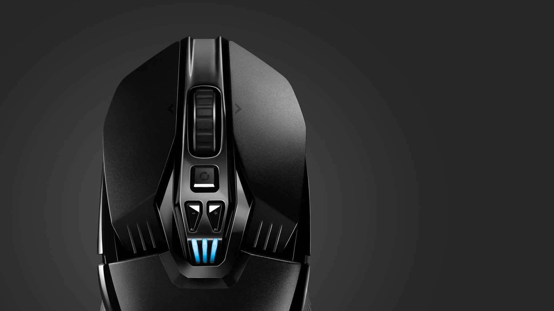 ULTIMATE CUSTOMIZATION - Configurable ambidextrous buttons, custom RGB lighting, 11 programmable buttons, on-the-fly DPI shift settings, onboard memory and more. G903 does it all with Logitech G HUB.