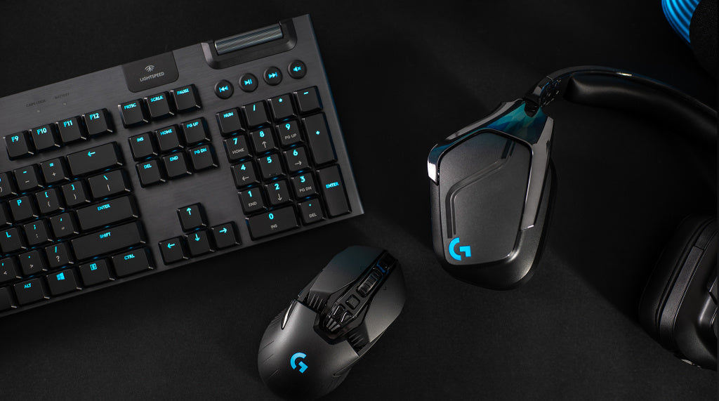 LIGHTSYNC BATTLESTATION - Customize and synchronize the look of your gear with LIGHTSYNC RGB. Family your G915 with other Logitech G LIGHTSYNC-enabled mice, headsets and speakers to create a totally immersive, custom, and unified gaming setup.