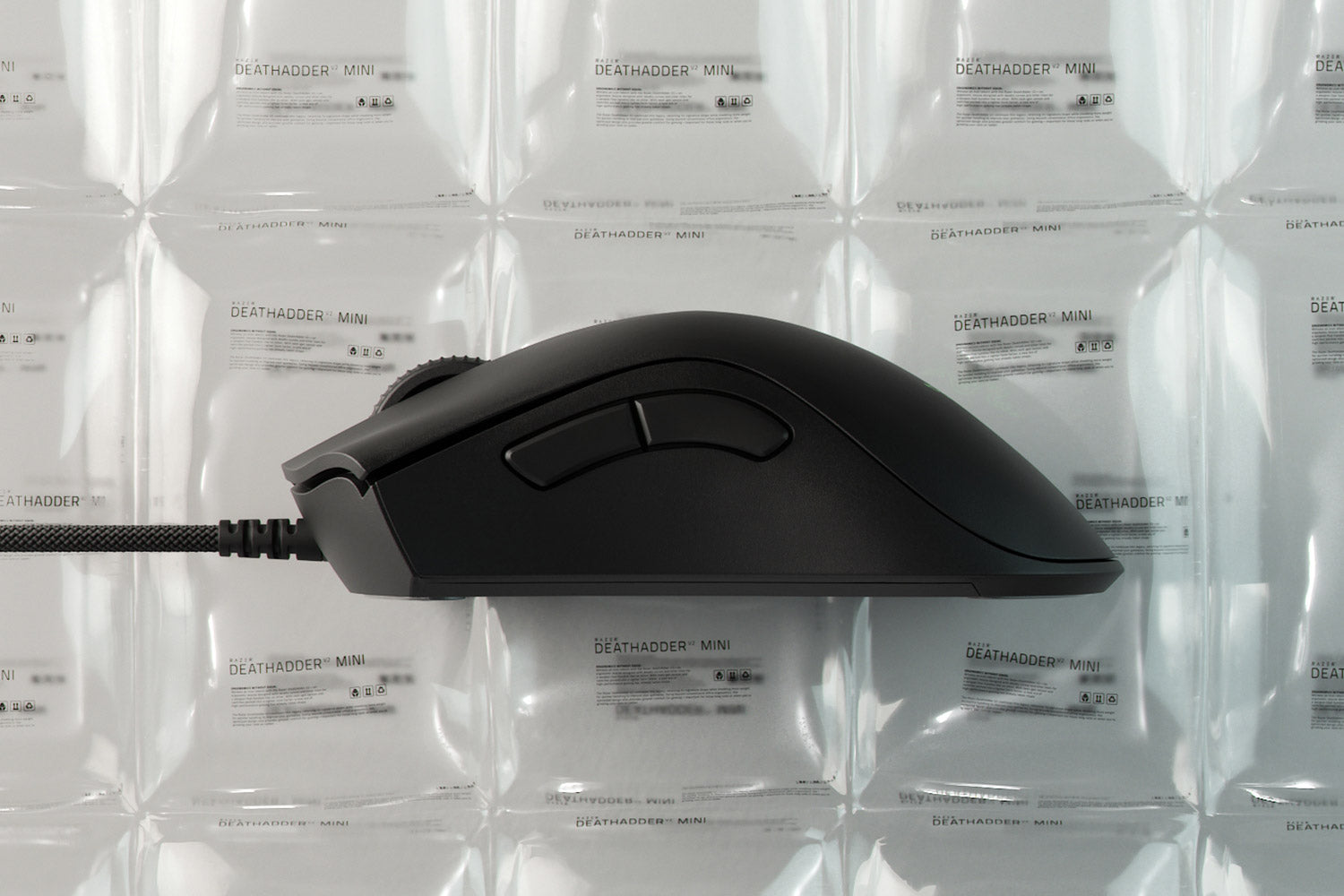 62G ULTRA-LIGHTWEIGHT ERGONOMIC DESIGN - Derived from our award-winning DeathAdder ergonomics, its smaller form factor is designed for small to medium hand sizes, and is versatile enough to accommodate most grip styles. At zero cost to build strength, the chassis has also shed more weight so you can pull off effortless swipes and play for long hours in comfort.