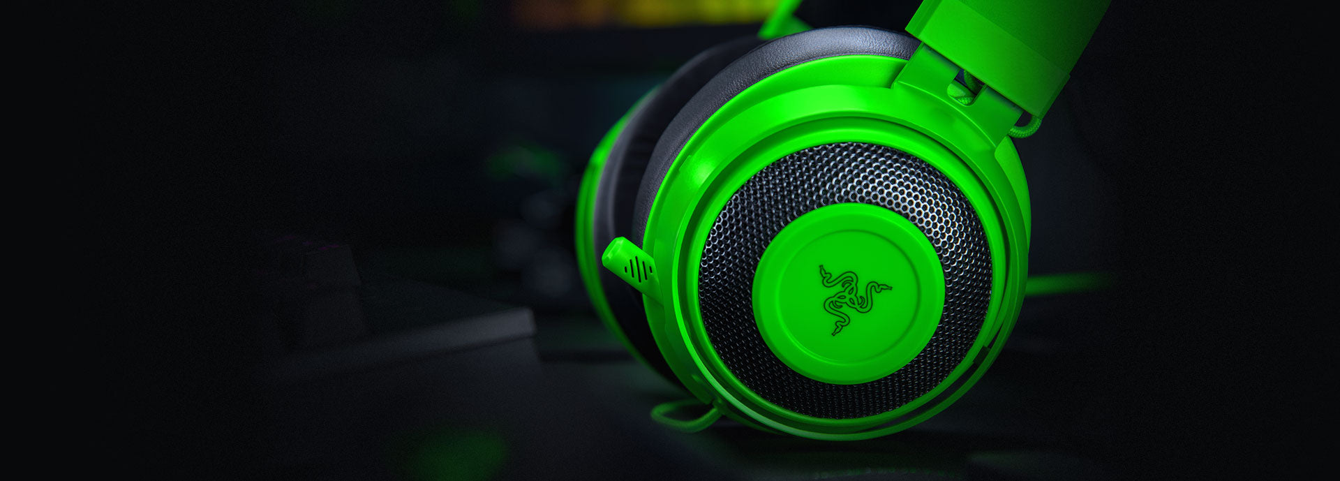 IMPROVED CARDIOID MICROPHONE - The Razer Kraken's microphone utilizes a cardioid pickup pattern so that your voice is captured with clarity without any unnecessary background noise. It rejects noise from beside and behind the mic, so your teammates will always hear you loud and clear.