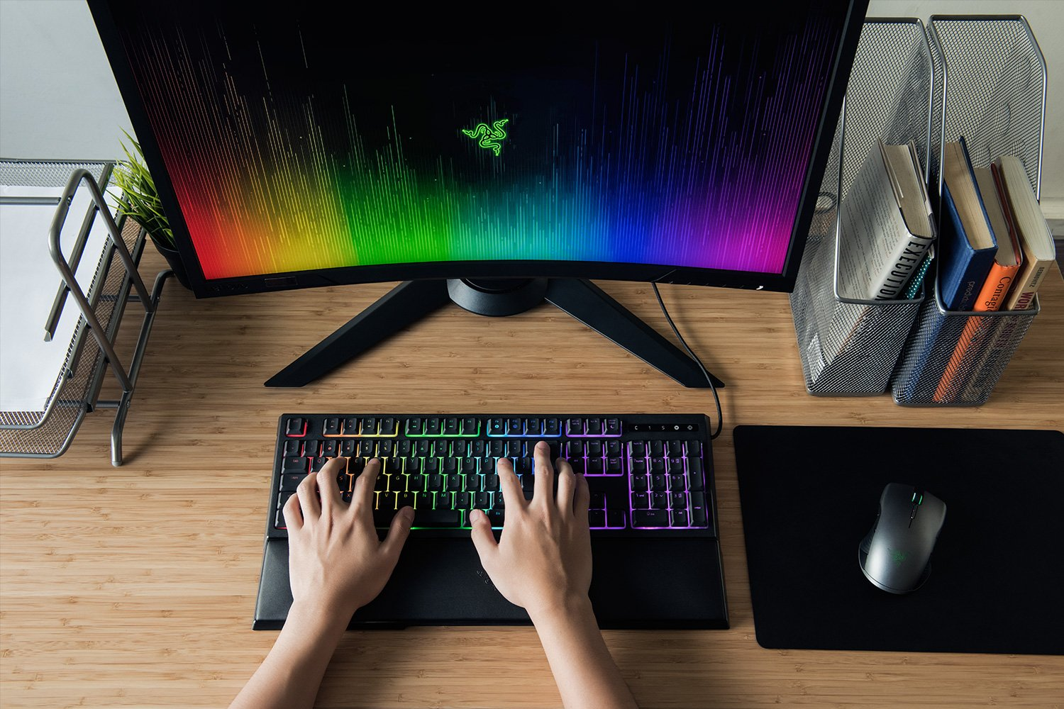 RAZER CHROMA™ CUSTOMIZABLE LIGHTING WITH FULL 16.8 MILLION CUSTOMIZABLE COLOR OPTIONS