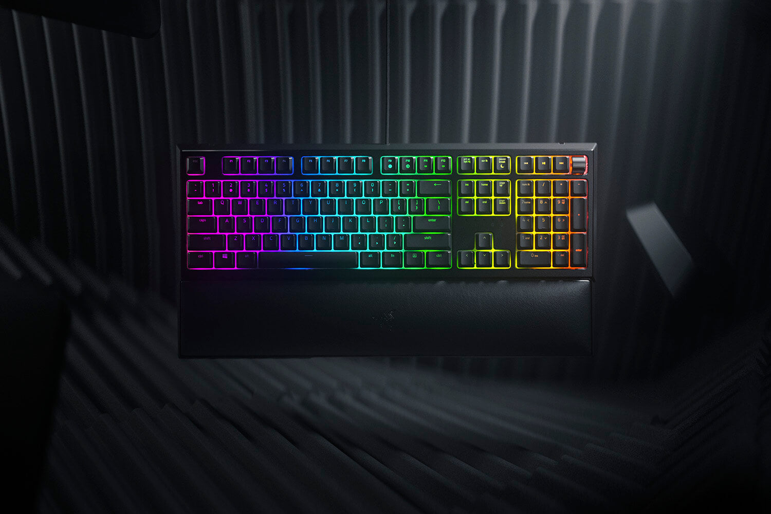 THE HYBRID ADVANTAGE Experience the best of both worlds with the Razer Ornata V2—featuring a hybrid switch that merges the benefits of membrane keys and mechanical switches into one singular design.