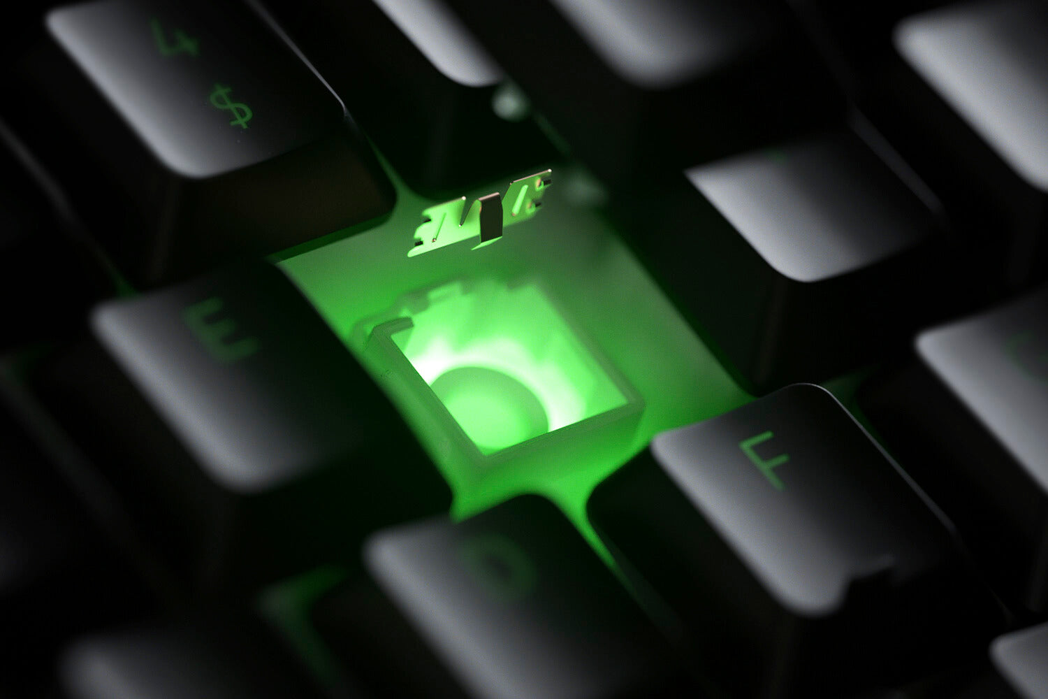 RAZER HYBRID MECHA-MEMBRANE SWITCH Fusing the snappy, clicky feedback of a mechanical switch with the familiar, cushioned feel of a conventional keyboard, each keystroke you make on the Razer Ornata V2 is as satisfying as it is precise.