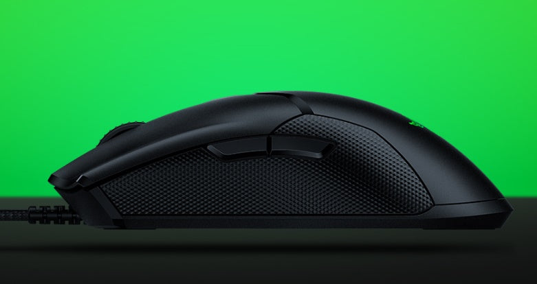 69G LIGHTWEIGHT DESIGN During competition, even the tiniest advantage can make a difference. The Razer Viper weighs in at just 69g without any compromise on its build strength. A lighter mouse allows swifter, more controlled swipes, augmenting the speed of your reaction in battle.