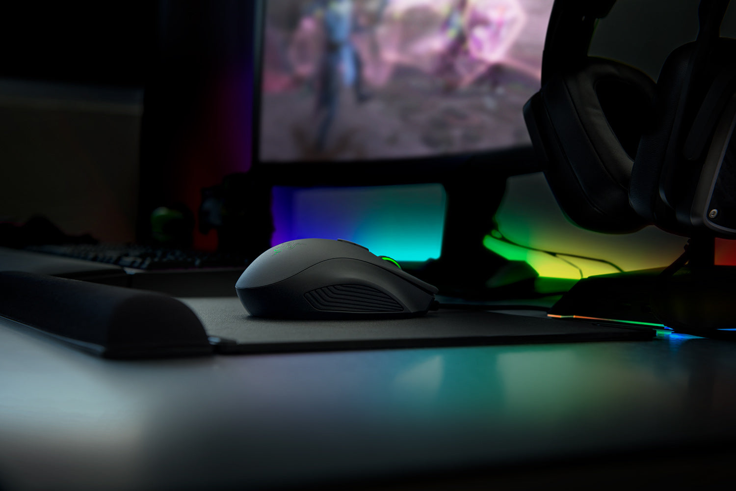 INCREDIBLY DEFT. DEADLY ACCURATE. Equipped with the world's most advanced 5G optical sensor with true 16,000 DPI, the Razer Naga Trinity is optimized for precision and speed, ensuring movements are swift, your spells are on target, and that you get out of the fire when battles turn intense.