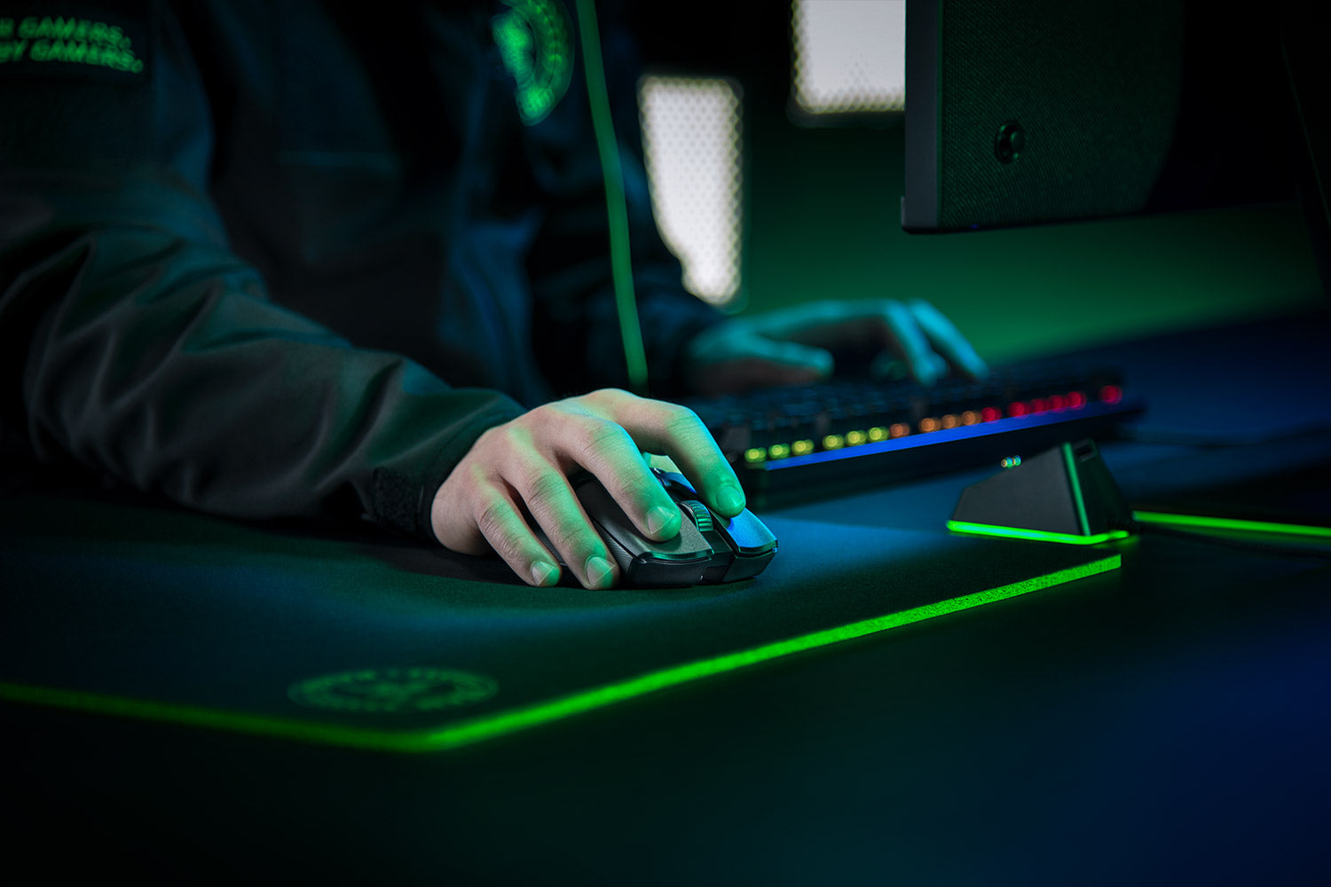 RAZER HYPERSPEED WIRELESS - 25% faster than any other wireless technology available, you won't even realize that you're gaming with a wireless mouse due to its high-speed transmission, lowest click latency, and seamless frequency switching in the noisiest, data-saturated environments.