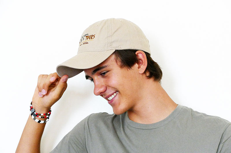 "Man trägt Venter Tours-Safari Cap ""Dad Hat"" in beige"
