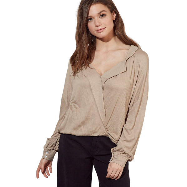Lightweight Twist-Front Top