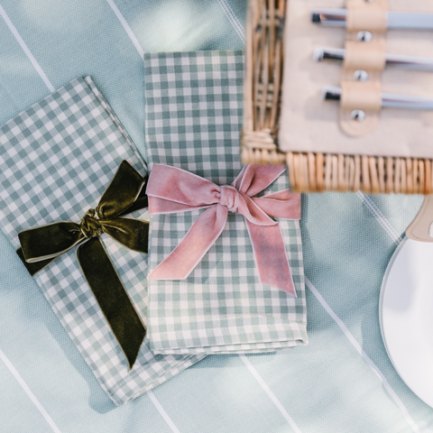 Gingham napkins with velvet bow ties