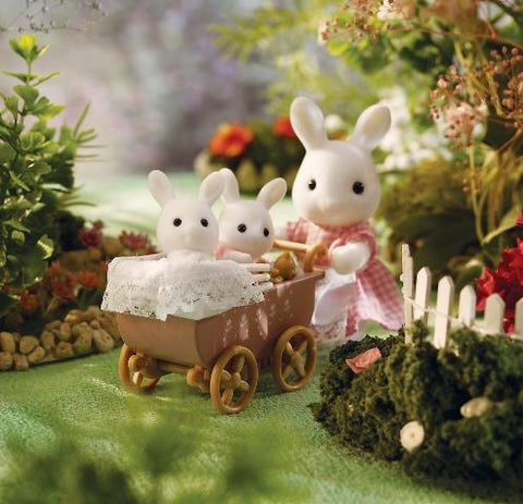 Calico Critters Ready-to-Play - Connor and Kerri's Carriage Ride