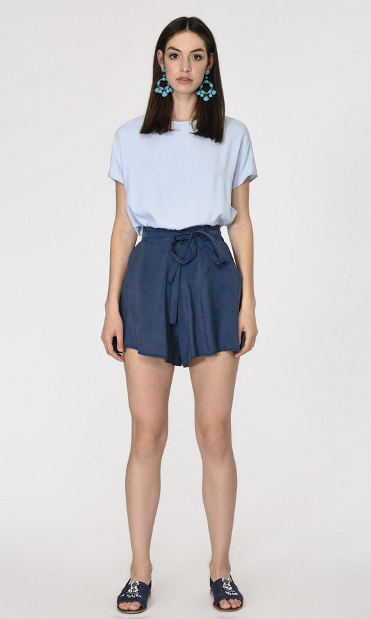 BELT DETAILED ELASTIC WAIST SHORTS