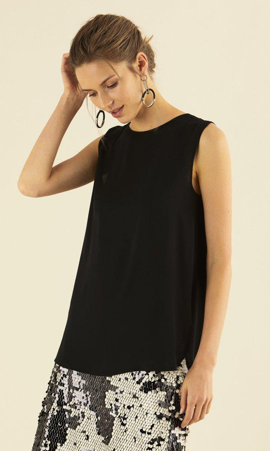 SLEEVELESS BACK DETAILED BLOUSE