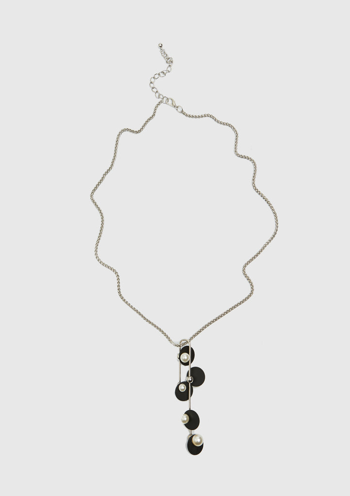 BLACK AND PEARL DETAILED NECKLACE