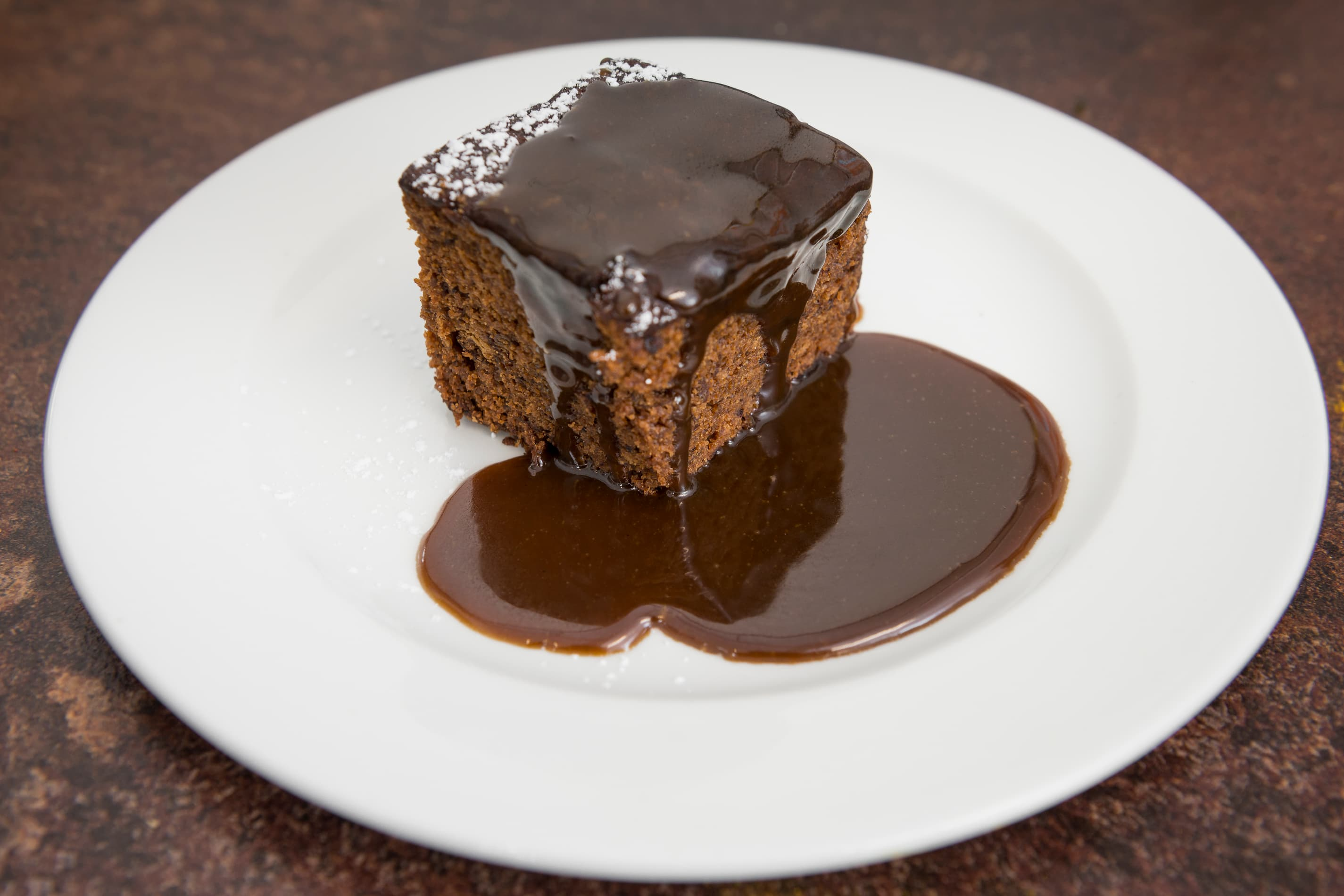 Sticky toffee pudding with toffee sauce (V)