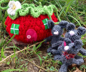 Cuddle Critters Mouse Family and Strawberry House Carry Bag