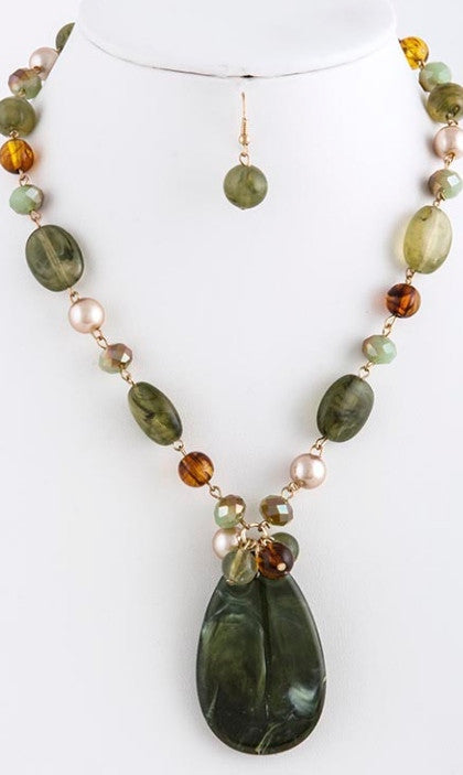 green stone and pearl necklace