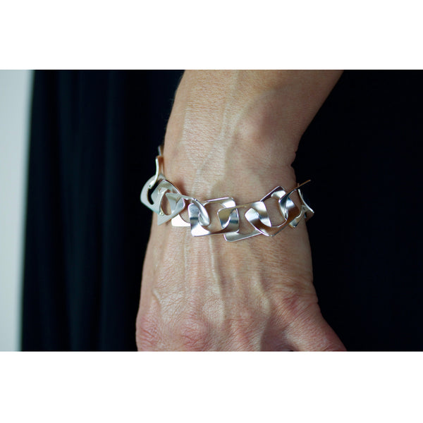 cricle-in-rectangles waves bracelet