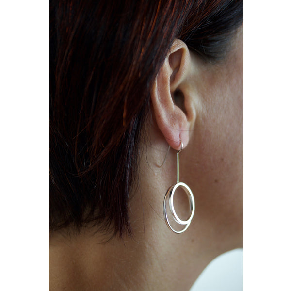 2 circles V earrings