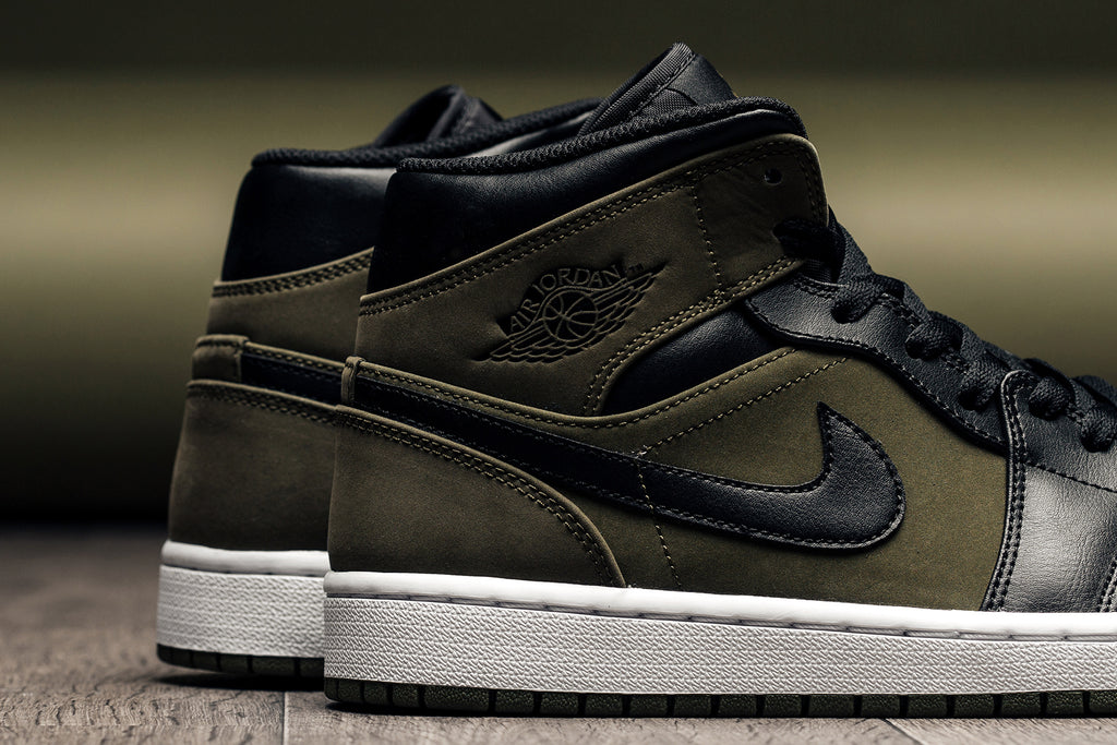 86a583a00aa57 Jordan Brand is back with another fall-ready rendition to the Air Jordan 1  Mid ( 110). This time around