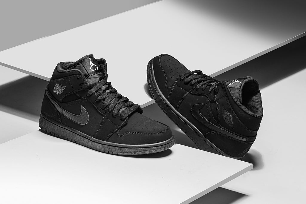 huge discount f0eb6 83c1e Air Jordan 1 Mid In Black/White/Black Available Now