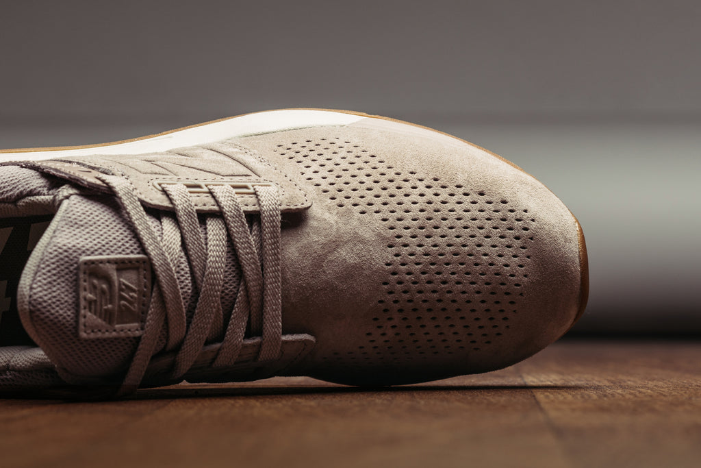 New Balance 247 Luxe Leather Marron – Feature