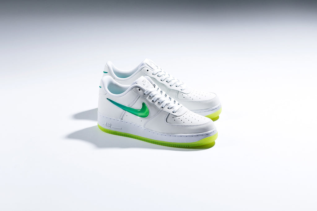 Nike Air Force 1  07 Premium 2