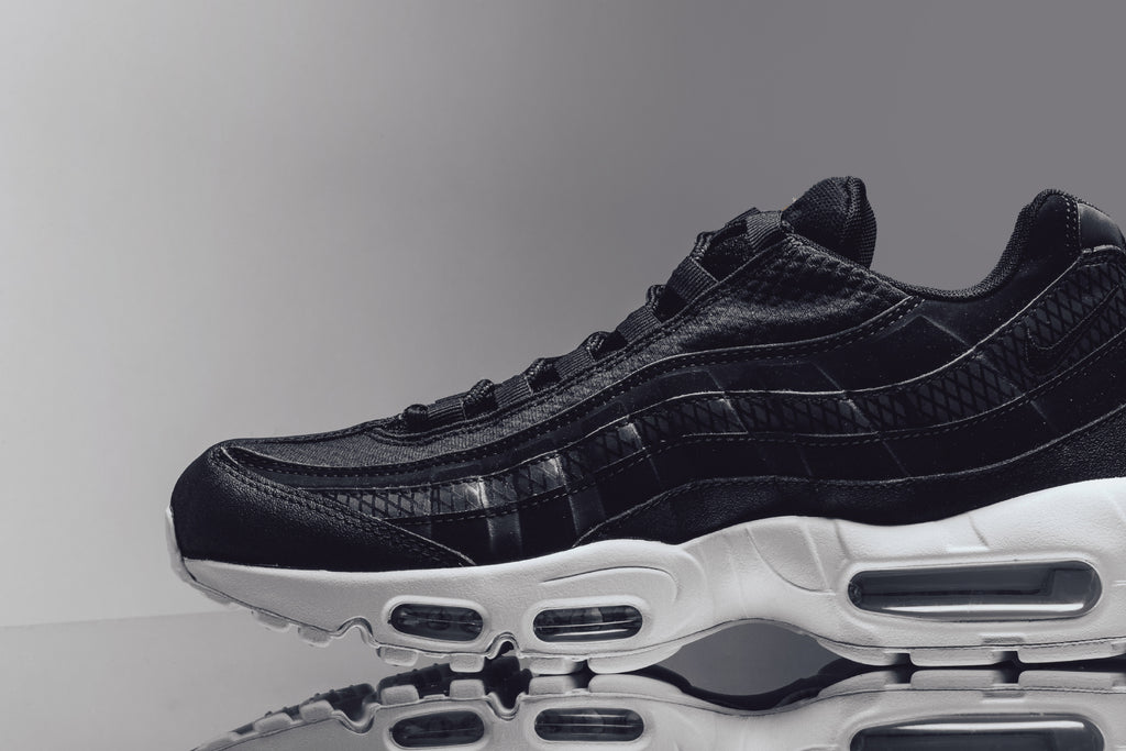 air max 95 black white team orange